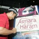 Tanda Tangan untuk Grand Launching Novel Asmara Di Atas Haram